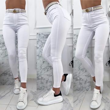 Białe gładkie spodnie rurki z wysokim stanem