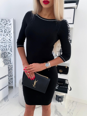Czarna sukienka zdobiona kryształkami