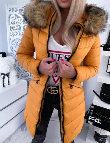 Płaszcz musztardowy pikowany