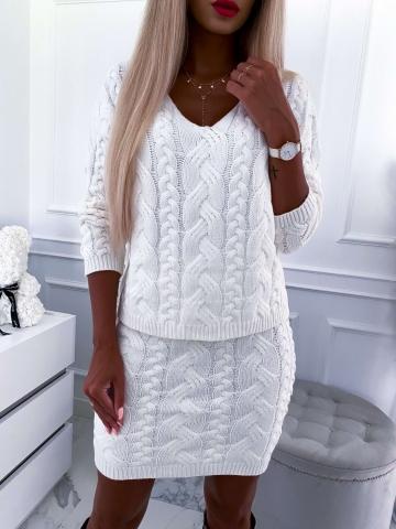Kremowy sweterkowy komplet warkocz