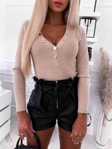 Beżowy sweterek z napami