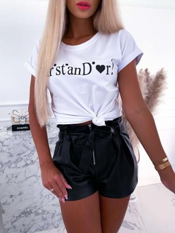 Biały T-shirt z czarnym napisem