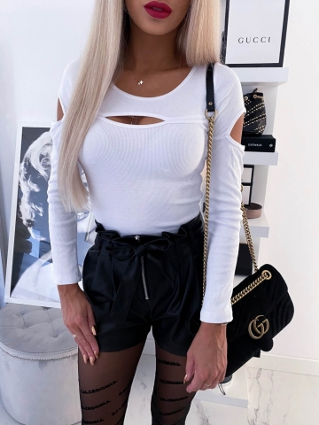 Biała bluzka łezka