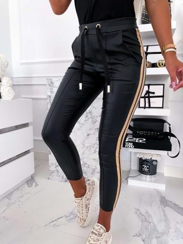 Czarne spodnie woskowane O La Voga
