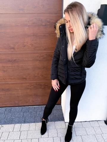 Czarna kurtka beżowe futerko