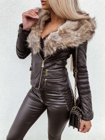 Czarna kurtka ramoneska z futerkami i zameczkami