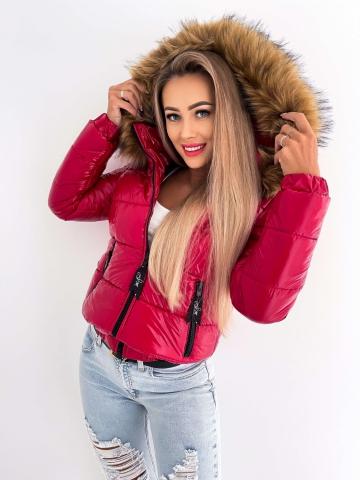 Czerwona pikowana kurtka z futerkiem
