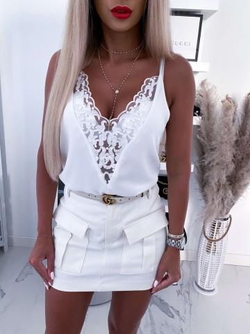 Biała bluzka na ramiączkach z koronką