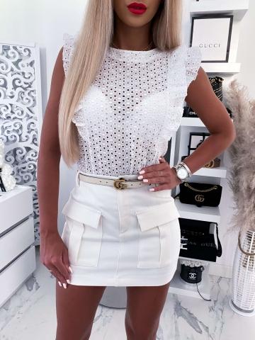 Biała ażurowa bluzka z falbanką