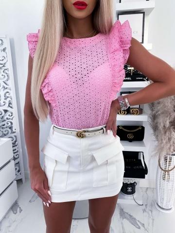 Różowa ażurowa bluzka z falbanką