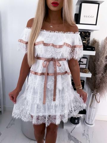Biała koronkowa sukienka hiszpanka z satynową wstążką