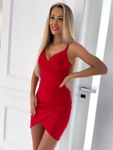 Czerwona brokatowa sukienka na ramiączkach