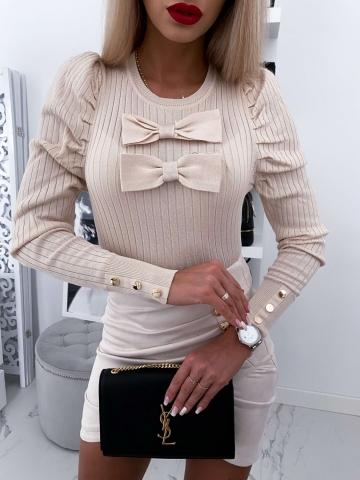 Beżowy sweterek z kokardą