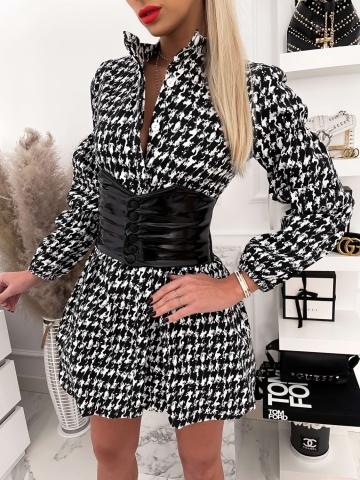 Elegancka sukienka rozkloszowana z grubym pasem