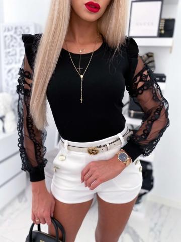 Czarna bluzka z koronkowym rękawem