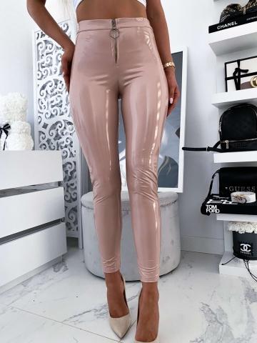 Beżowe lateksowe spodnie zip