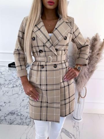 Beżowy płaszcz w kratę z paskiem