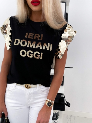T-shirt czarny z cekinami na rękawie
