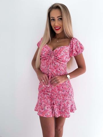 Sukienka różowa dopasowana w kwiaty Mia