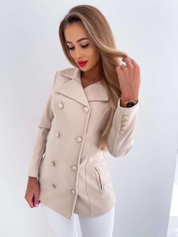 Beżowy płaszcz z ozdobnymi guzikami