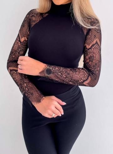Czarny elegancki półgolf z koronkowymi rękawami