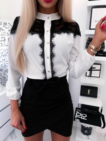 Biała koszula z czarną koronką