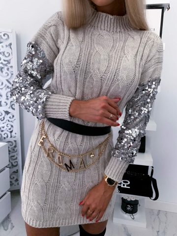 Beżowa sukienka sweterkowa z cekinowymi rękawami