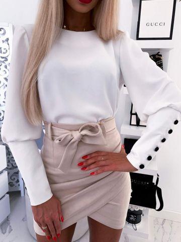 Biała elegancka bluzka z guzikami