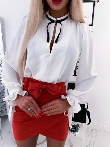 Biała elegancka koszula ze wstążką