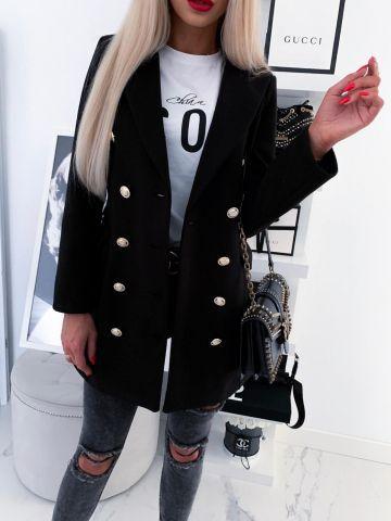 Czarny płaszcz z ozdobnymi guzikami