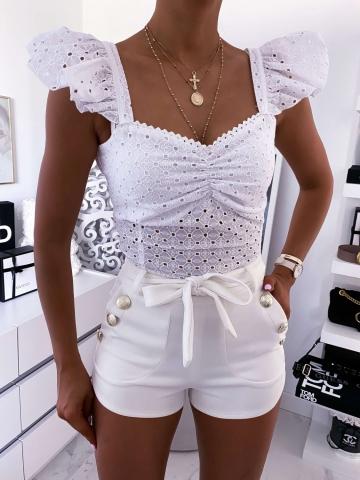 Biała ażurowa bluzka z falbanką na ramionach