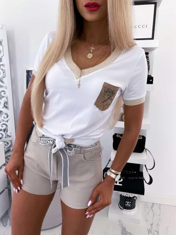 Biała koszulka z ozdobną kieszonką