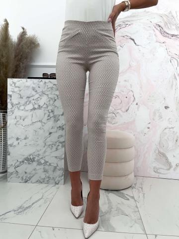 Beżowe eleganckie spodnie z białym wzorem