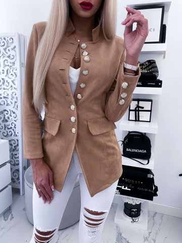 Beżowy taliowany płaszcz z ozdobnymi guzikami