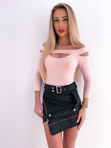 Różowa bluzka łezka z broszką