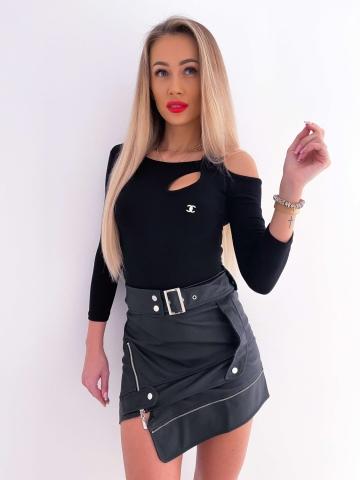Czarna damska bluzka z broszką Fam