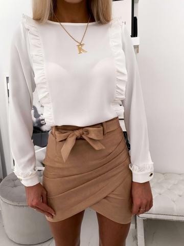 Biała elegancka koszula z falbankami i guzikami