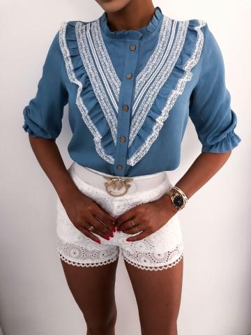 Błękitna bluzka z koronką
