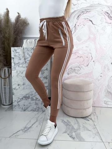 Spodnie dresowe z lampasami Karmel