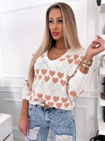 Luźny sweter w pastelowe serduszka