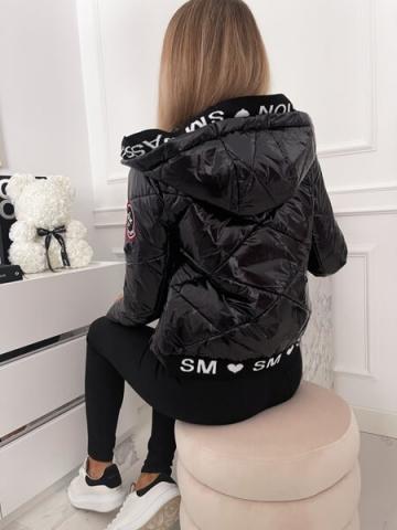 Czarna pikowana kurtka z kapturem połysk