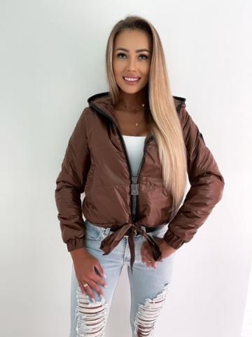 Brązowa pikowana kurtka z kapturem