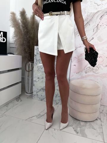 Białe zamszowe spódnico-spodenki Bacardi
