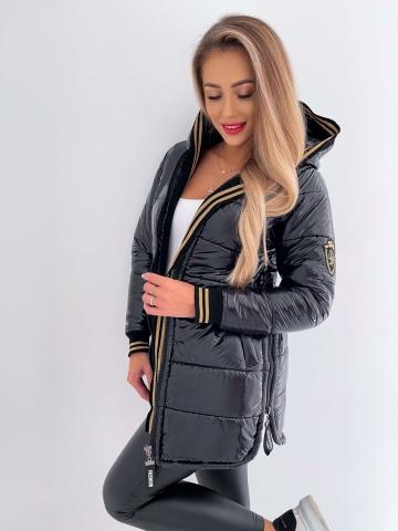 Długa czarna pikowana kurtka z kapturem
