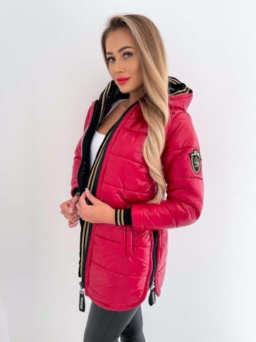 Długa czerwona pikowana kurtka z kapturem